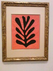'Zwart blad op rode achtergrond' van Henri Matisse. 1952. gouache op papier, uitgeknipt en geplakt op papier, 50×40 cm. Particuliere collectie.