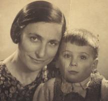 De vrouw en zoon van meneer F.